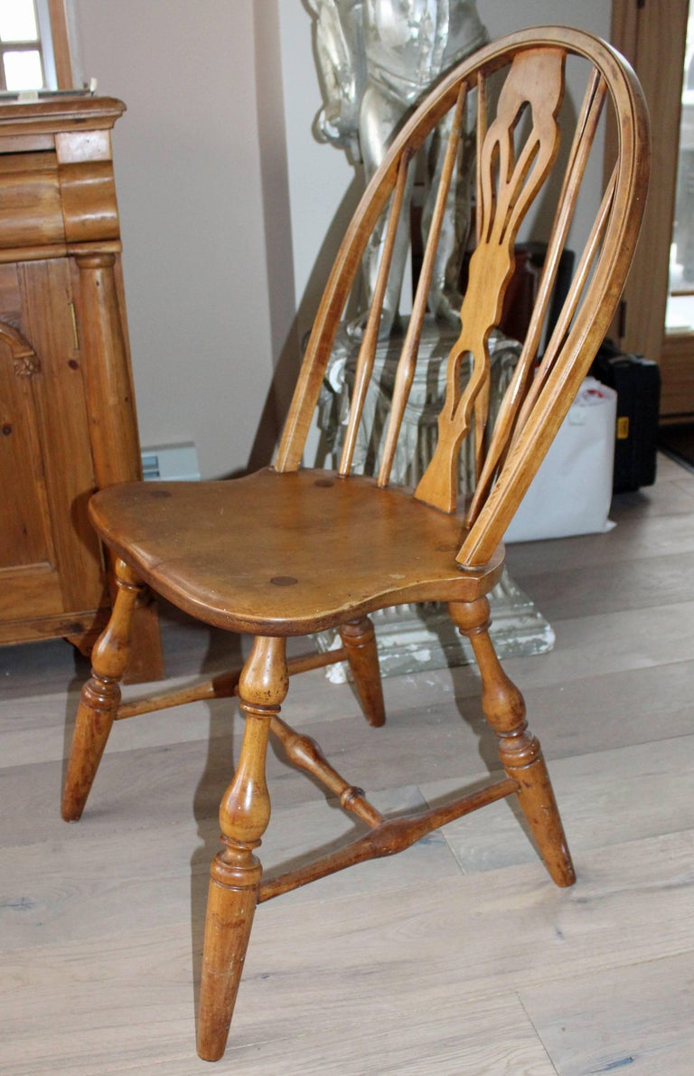 Turned Antique English Windsor Bow-Brace Back Dining Chairs with Decorative Splat For Sale