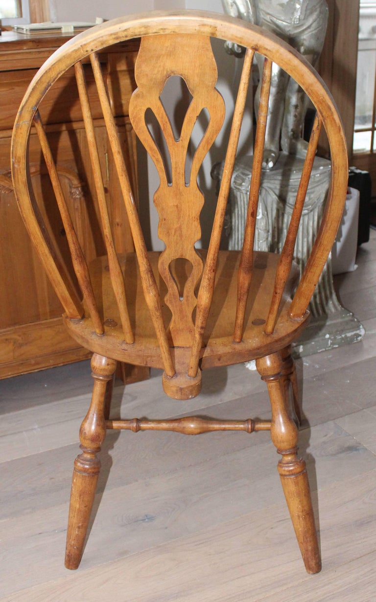 19th Century Antique English Windsor Bow-Brace Back Dining Chairs with Decorative Splat For Sale