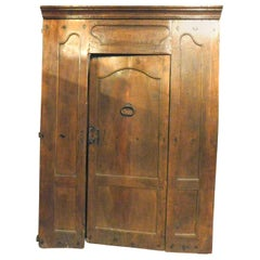 Antique Entrance Door in Carved Walnut, 17th Century, Italy