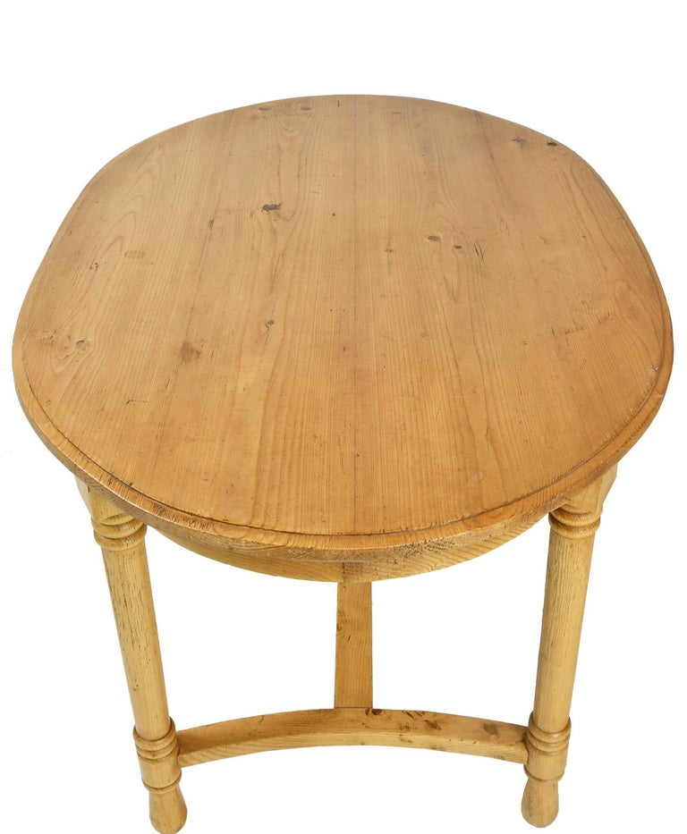 Antique European Oval Table in Pine, Danish or German, circa 1900 For Sale 4
