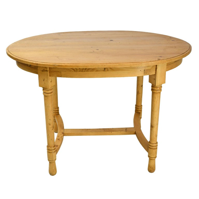 Antique European Oval Table in Pine, Danish or German, circa 1900 In Good Condition For Sale In Miami, FL