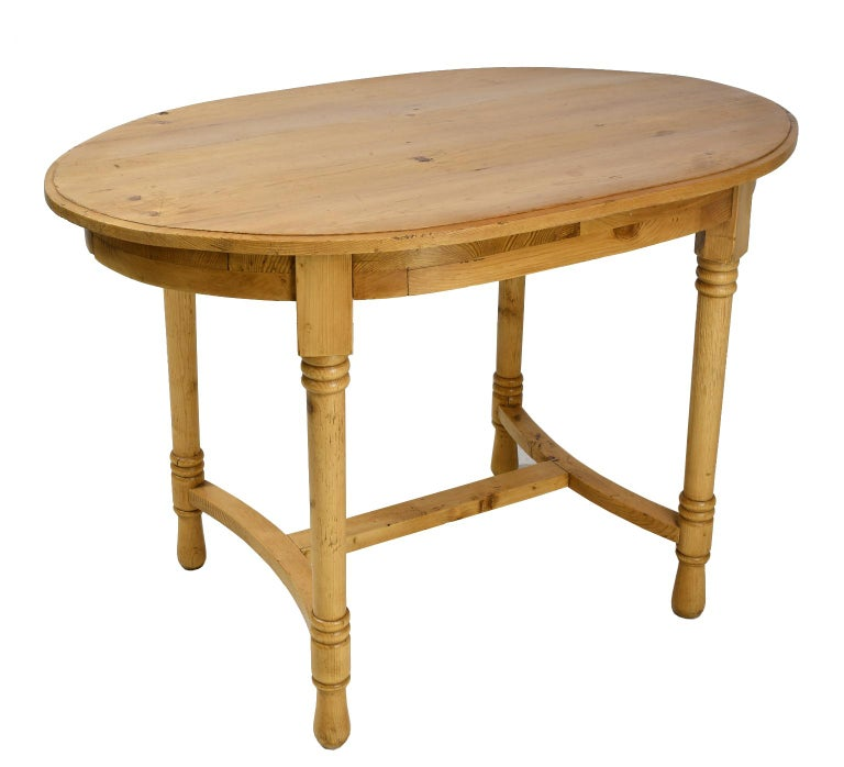 Antique European Oval Table in Pine, Danish or German, circa 1900 For Sale 2