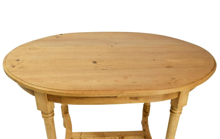 Antique European Oval Table in Pine, Danish or German, circa 1900 For Sale 3