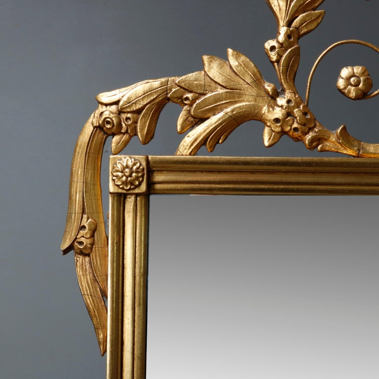 American Antique Figural Federal Style Giltwood Wall Mirror with Spread-Wing Eagle For Sale