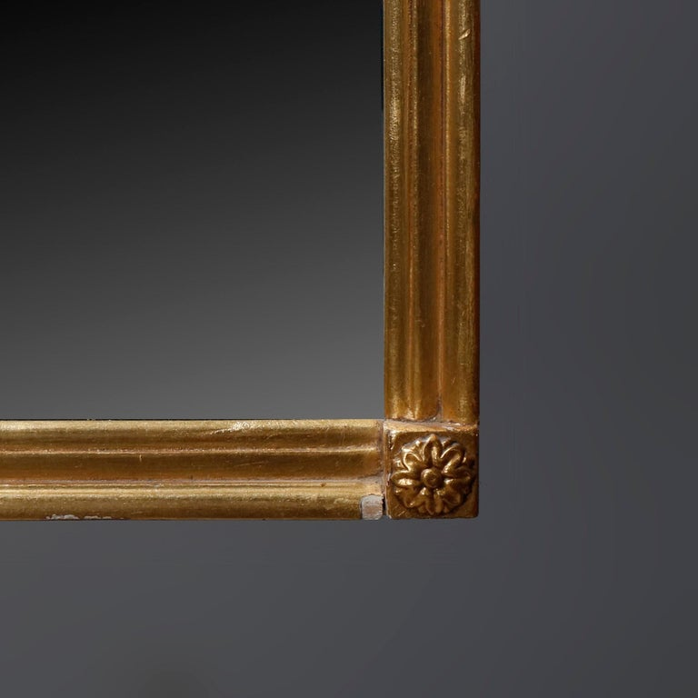 Antique Figural Federal Style Giltwood Wall Mirror with Spread-Wing Eagle In Good Condition For Sale In Big Flats, NY
