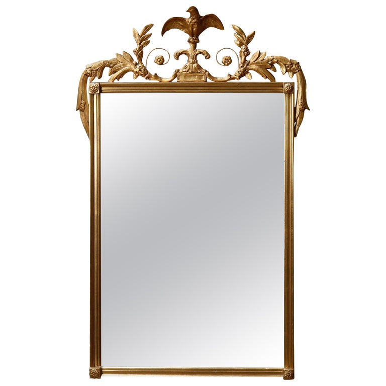 Antique Figural Federal Style Giltwood Wall Mirror with Spread-Wing Eagle For Sale
