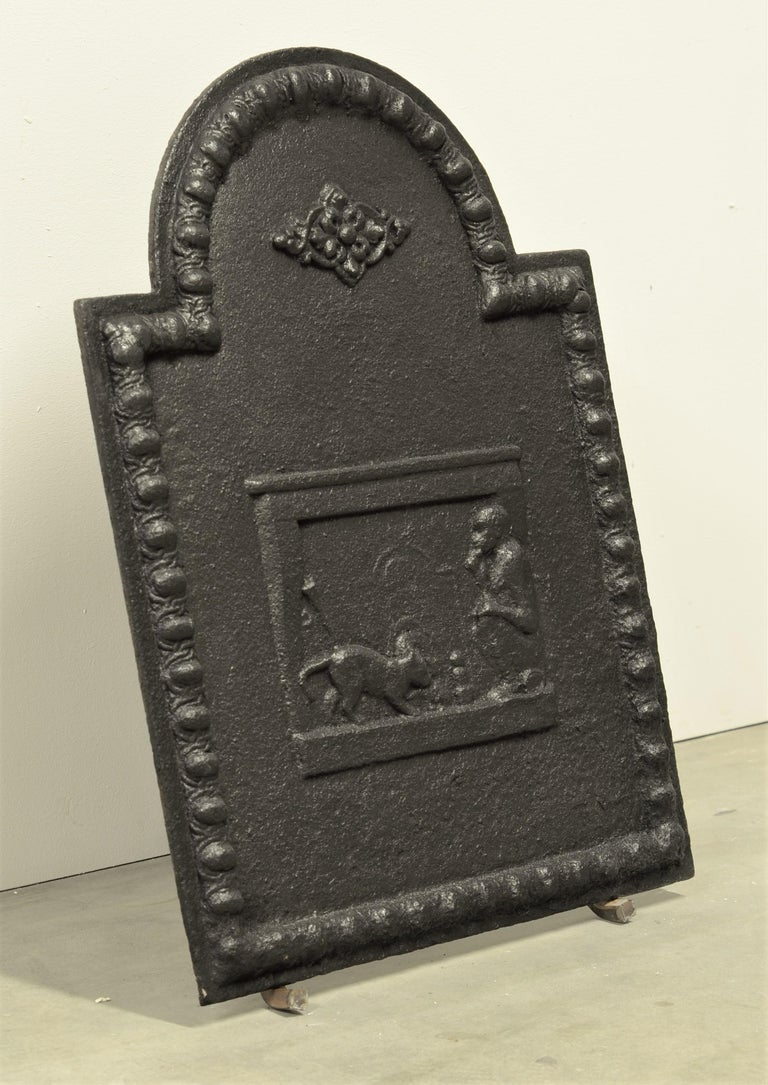 Antique Fireback, Small and Decorative In Good Condition For Sale In Haarlem, Noord-Holland