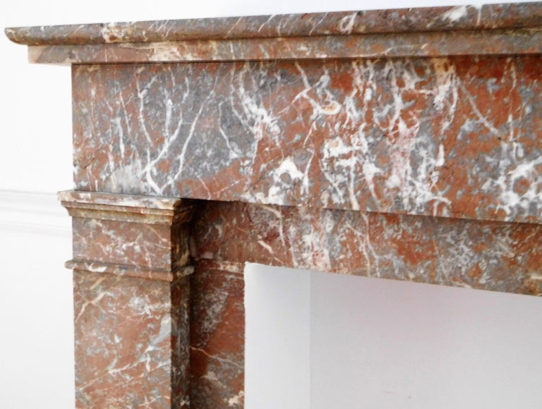 ART DECO Fireplace in Sprightly Red Marble In Good Condition For Sale In Gembloux, BE
