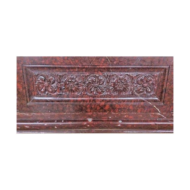 Antique Fireplace in Rare Red Griotte Marble In Excellent Condition For Sale In Gembloux, BE
