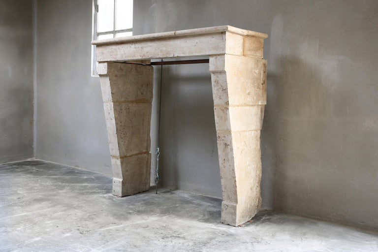 Beautiful antique French limestone fireplace in the style of Campagnarde. This mantelpiece dates from the 19th century and has a nice 'moulure'. The warm color scheme and shape give an atmospheric look to your interior. A fireplace that fits