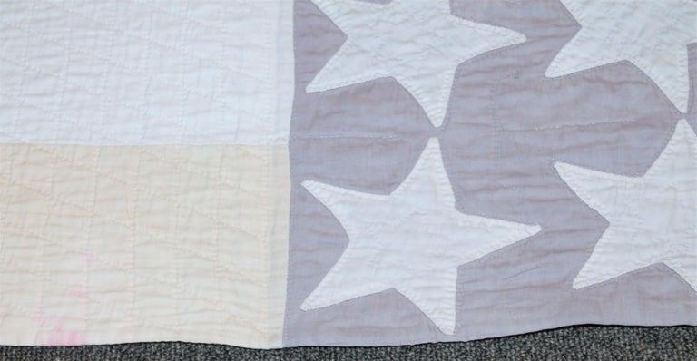 Antique Flag Quilt from 1915 Hand Sewn Stars In Good Condition For Sale In Los Angeles, CA