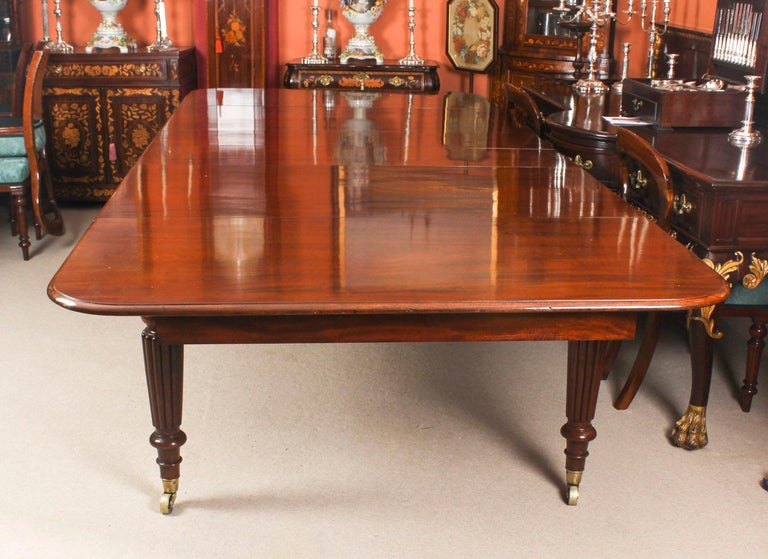 Mid-19th Century Antique Flame Mahogany Extending Dining Table 19th Century and 10 Chairs For Sale
