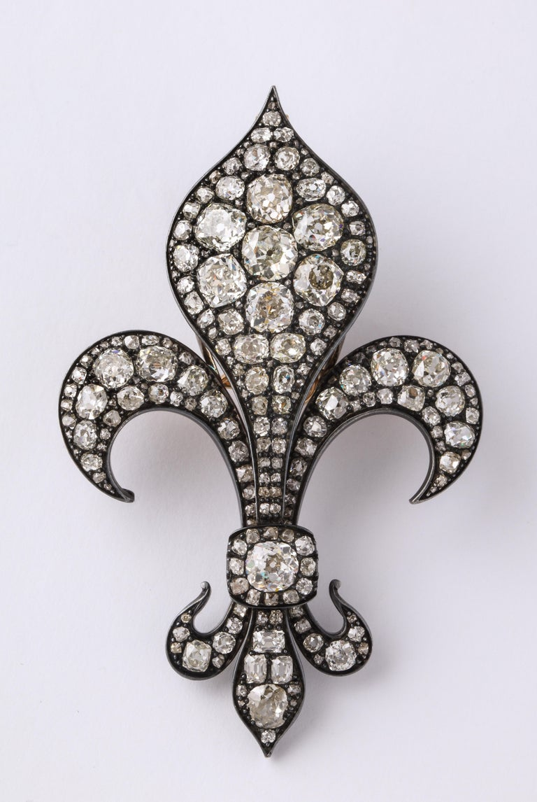 Antique Fleur de Lis Diamond Gold Pendant Brooch For Sale 2