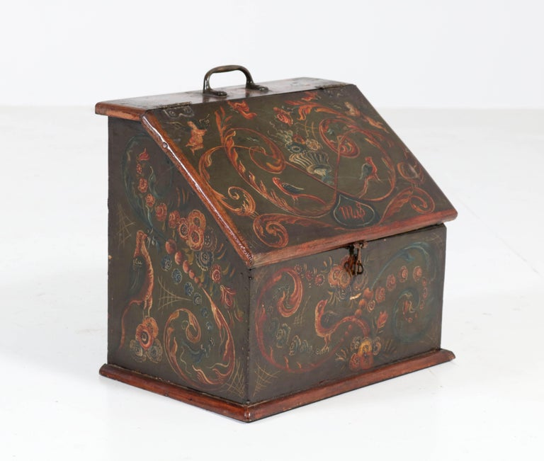 Antique Folk Art Hand Painted Hindelopen Wooden Box, 1808 In Good Condition For Sale In Amsterdam, NL