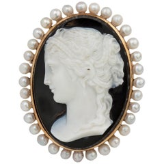 Antique French 18 Karat Gold Sardonyx Shell Cameo on Onyx, France, circa 1850s