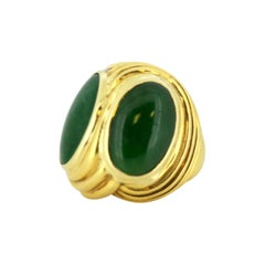 French 18 Karat Yellow Gold Dome Ring with Natural Jade, Early 20th Century