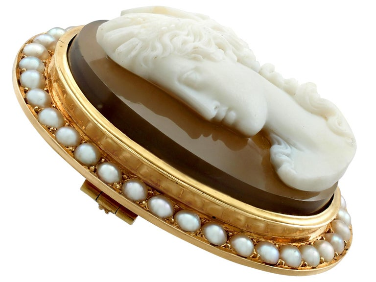 Antique French Agate and Seed Pearl Yellow Gold Cameo Brooch  In Excellent Condition For Sale In Jesmond, Newcastle Upon Tyne