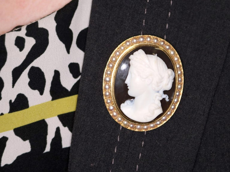 Antique French Agate and Seed Pearl Yellow Gold Cameo Brooch  For Sale 5