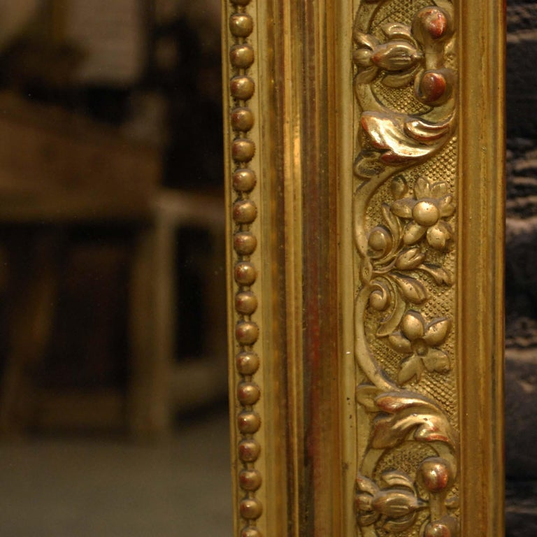 Antique French Baroque Giltwood Mirror with Putti or Cherubs in Crest For Sale 7
