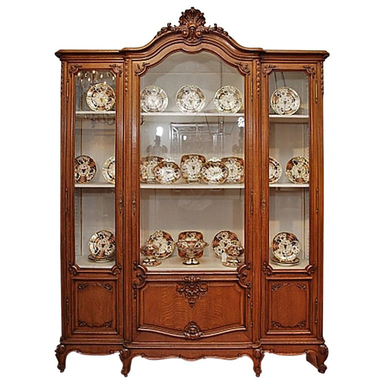Antique French Beautifully Carved Oak Louis XV Style Display Cabinet For  Sale - Antique French Beautifully Carved Oak Louis XV Style Display Cabinet