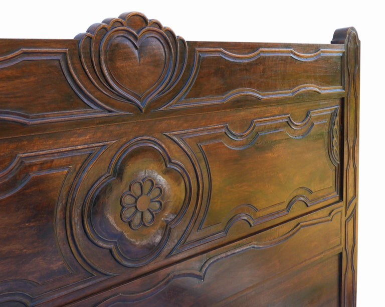 Antique French Bed US Queen or UK King-Size Carved Walnut Arts & Crafts In Good Condition In , FR