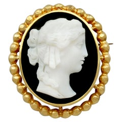 Antique French Cameo Brooch or Pendant in Yellow Gold