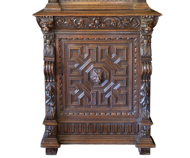 Antique French Carved Oak Bookcase In Good Condition For Sale In Laguna Beach, CA