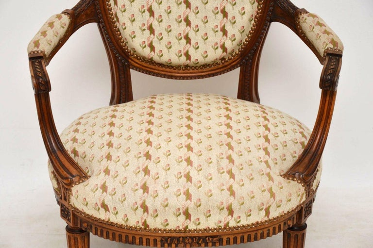 Antique French Carved Walnut Salon Armchair In Good Condition For Sale In London, GB