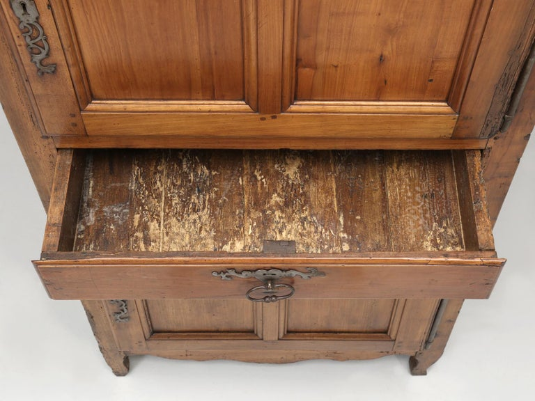 Antique French Cherrywood Bonnetiere 'Small Cupboard', circa 1700s For Sale 7