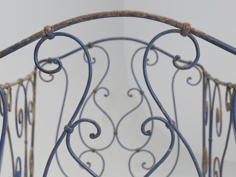 Antique French Child's Bed in Original Paint from Toulouse, France For Sale 3