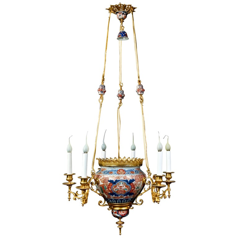 Antique French Chinoiserie Style Gilt Bronze and Chinese Porcelain  Chandelier For Sale - Antique French Chinoiserie Style Gilt Bronze And Chinese Porcelain