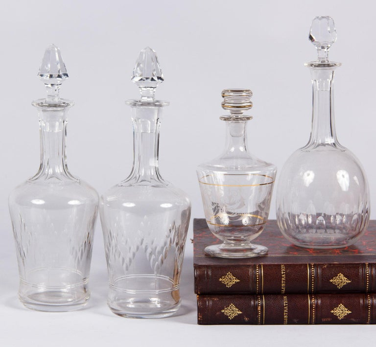 An attractive antique cut crystal carafe, French circa early 1900s. Wide at the shoulders with a tapered bottom and long, thin neck. The body is decorated with a zig-zag of cut ovals and two incised lines over a subtle flare at the base. Long