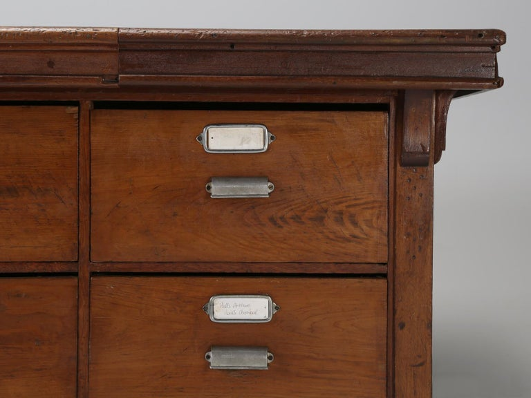 Antique French Drapers Table or Très Grand Kitchen Island, circa 1900-1920 For Sale 7