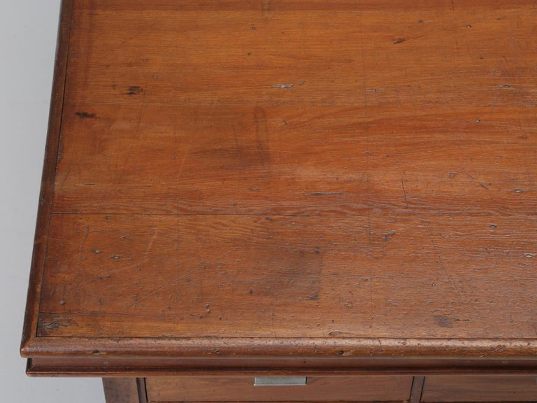 Antique French Drapers Table or Très Grand Kitchen Island, circa 1900-1920 In Good Condition For Sale In Chicago, IL