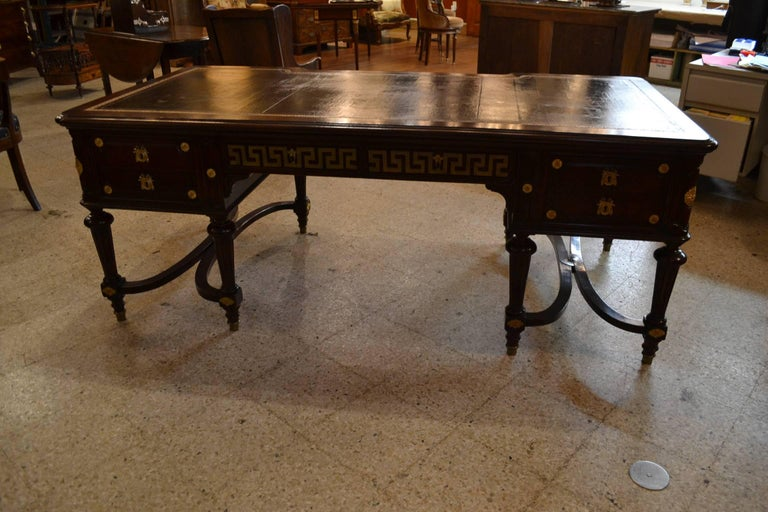 Antique French Fine Quality Napoleon III Mahogany Bureau Plat, circa 1880 In Excellent Condition For Sale In New Orleans, LA