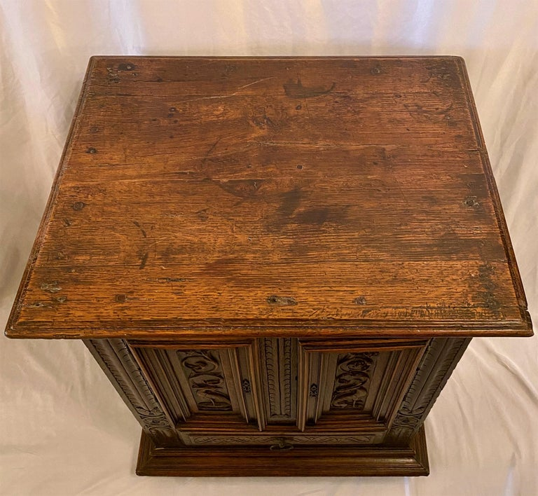 Antique French Finely Carved Oak Night Table, circa 1870-1880 In Good Condition For Sale In New Orleans, LA