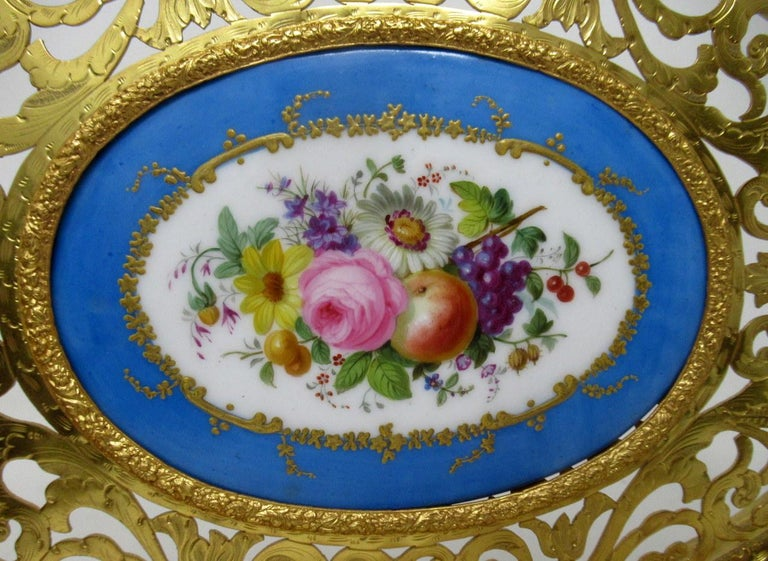 Antique French Gilt Bronze Sèvres Porcelain Hand Painted Table Centerpiece Tray In Good Condition For Sale In Dublin, Ireland