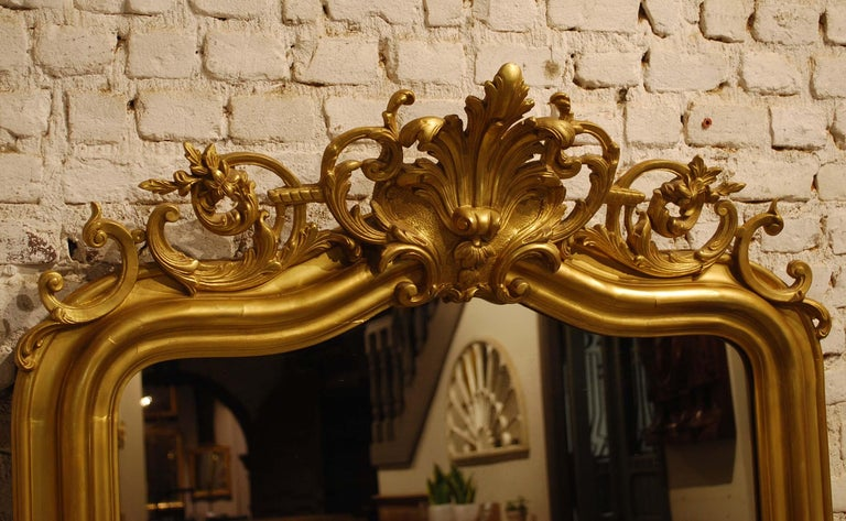 Antique French Gold Leaf Gilded Louis Philippe Mirror with Crest For Sale 5
