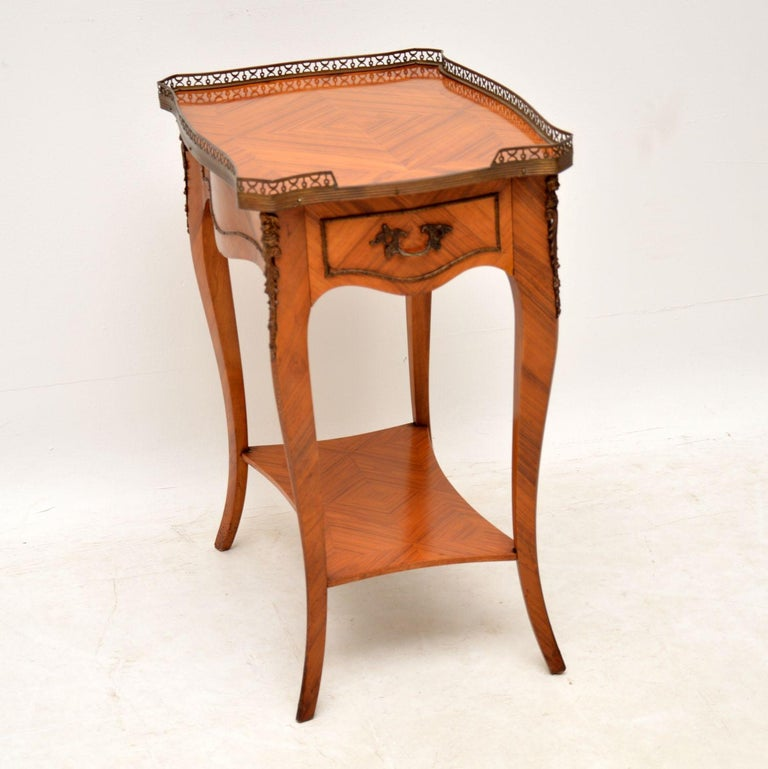 Antique French Louis XV style king wood side table in excellent condition and dating to circa 1950s period. It's in excellent condition having just been French polished and the king wood veneers have some lovely patterns. This table is paneled all