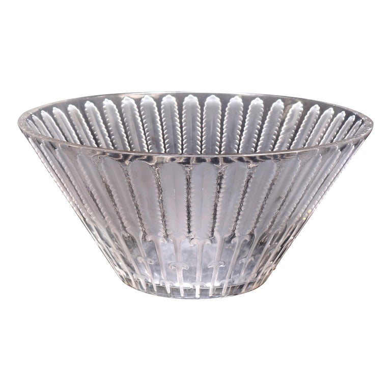 Antique French Lalique Crystal Center Bowl, circa 1920 For Sale