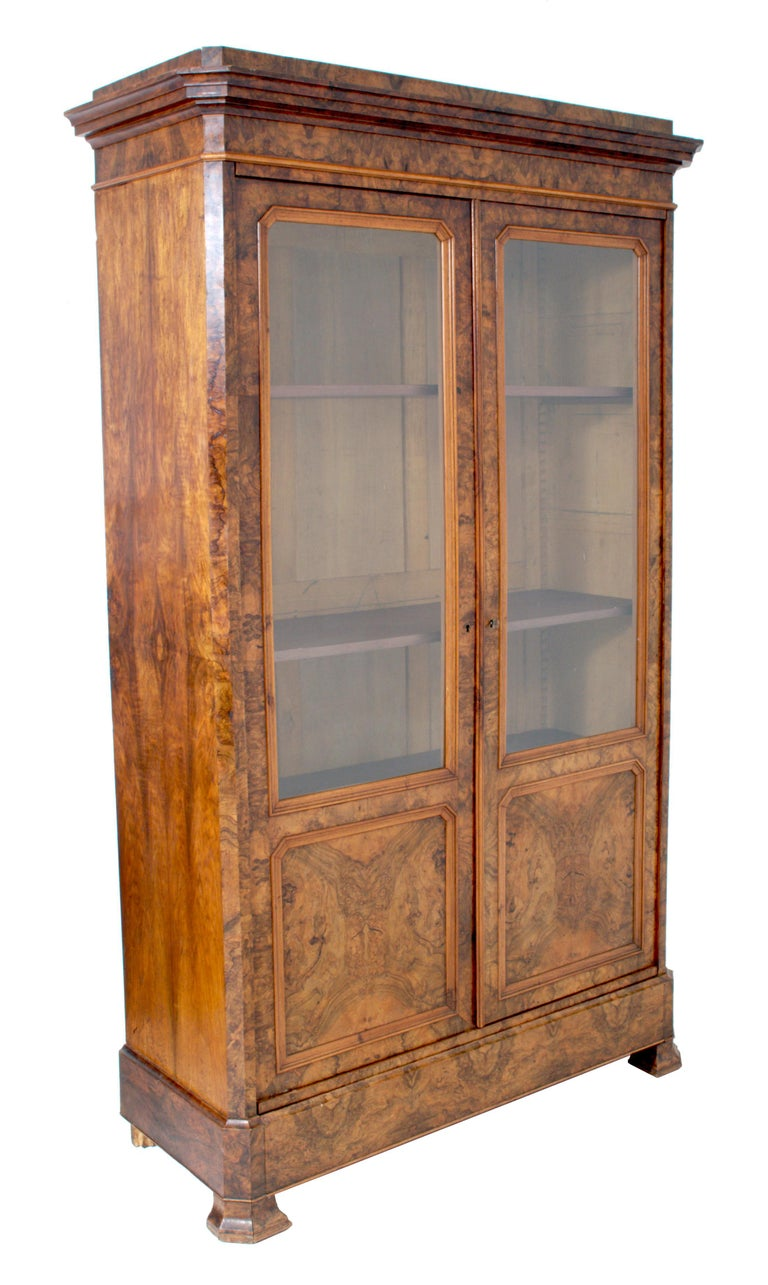 Antique French Louis Philippe Burl Walnut Bookcase / Cabinet, circa 1830 In Good Condition For Sale In Portland, OR