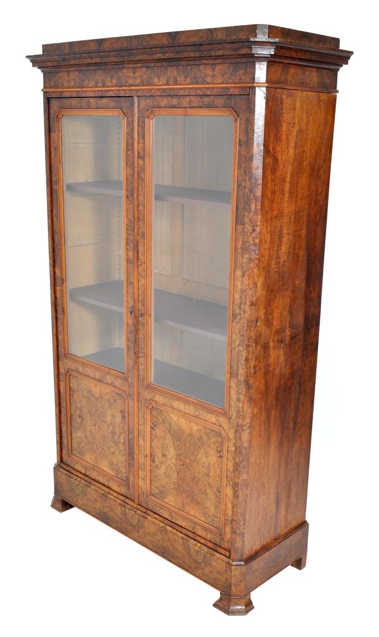 19th Century Antique French Louis Philippe Burl Walnut Bookcase / Cabinet, circa 1830 For Sale