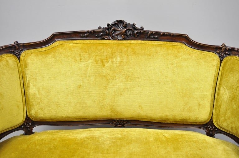 Antique French Louis XV Style Finely Carved Mahogany Settee Loveseat In Good Condition For Sale In Philadelphia, PA