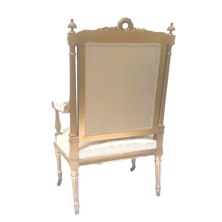 Antique French Louis XVI Style Armchair a La Reine In Good Condition For Sale In Vero Beach, FL