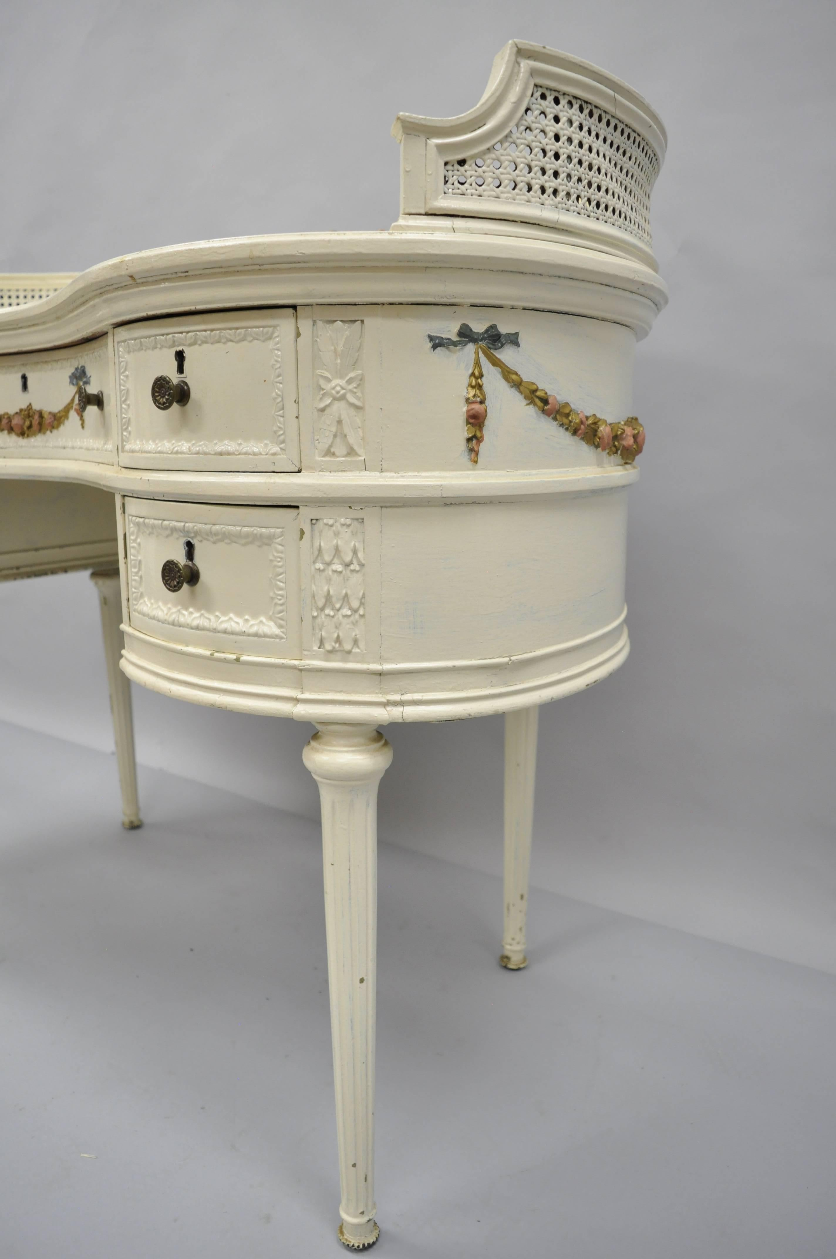 Charmant Walnut Antique French Louis XVI Style Kidney Shaped Writing Desk Painted Vanity  Table For Sale