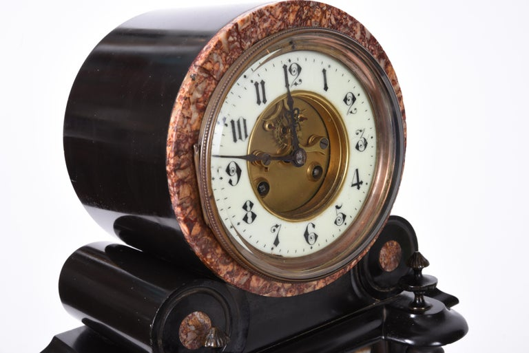 Antique French Marble and Bronze Mantle Clock In Good Condition For Sale In Hudson, NY
