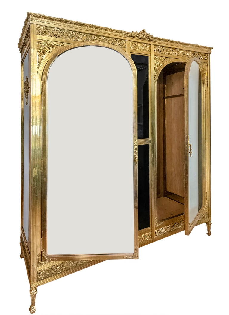 Antique French Napoleon III Style Bronze And Glass Wardrobe In Good Condition For Sale In Vilnius, LT