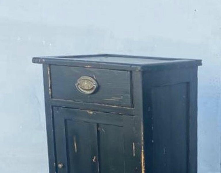 Antique French Pair of Night Stands In Distressed Condition For Sale In Los Angeles, CA