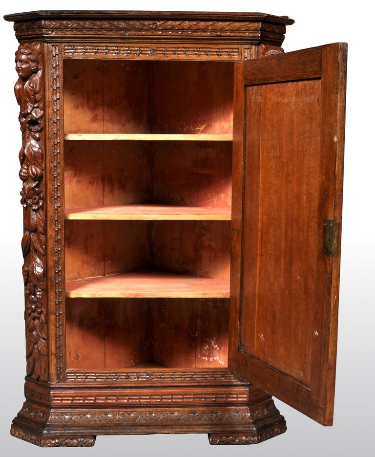 Antique French Baroque Carved Oak Corner Cabinet, circa 1780 For Sale 1