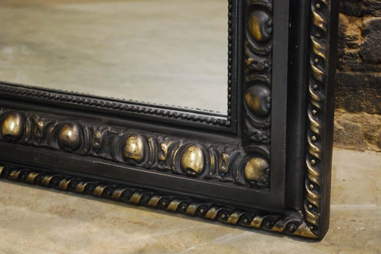 Antique French Renaissance Style Black and Gold Mirror with Carved Ornaments For Sale 6